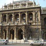 ブダペスト観光で必ず訪れたい ハンガリー国立歌劇場
