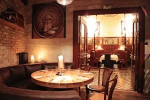ブダペストのおしゃれなレストランの店内