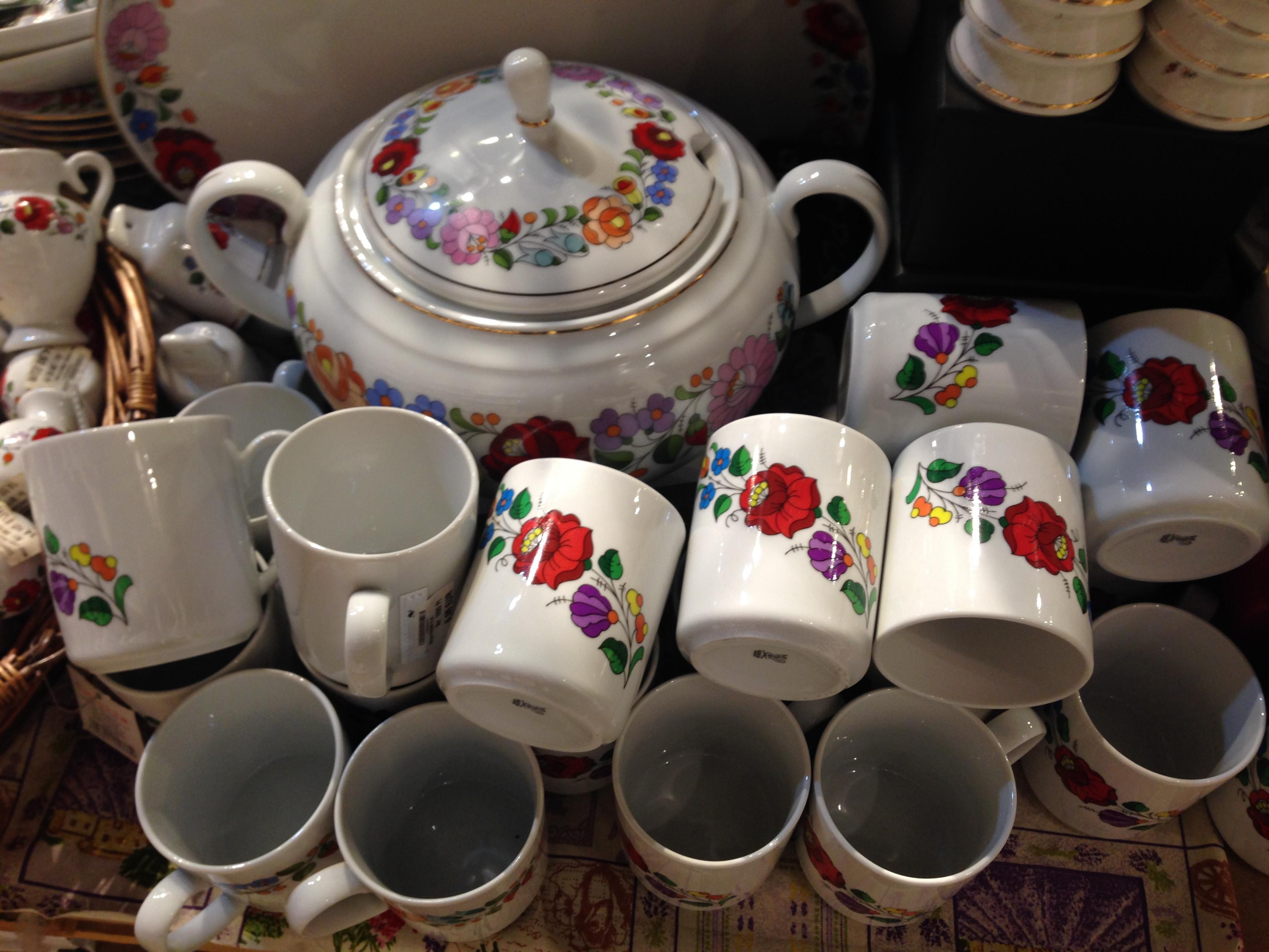 ハンガリー刺繍の陶器